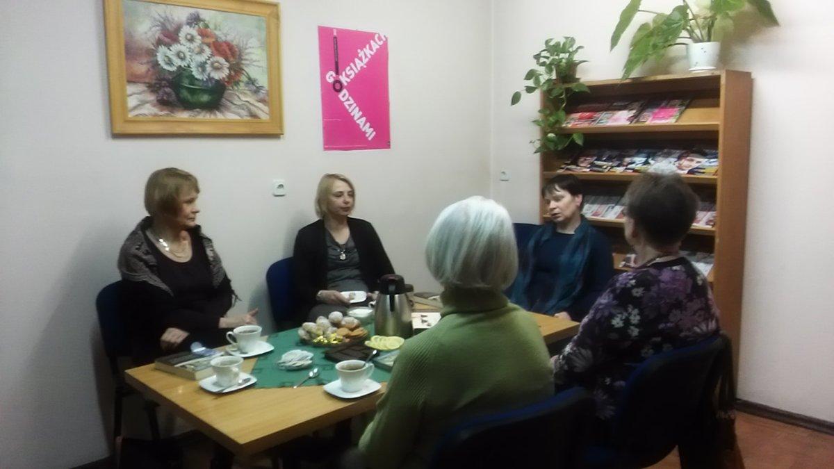 Spotkanie Dyskusyjnego Klubu Ksiazki w Filii nr 6 WiMBP w Gorzowie Wlkp.