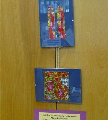 """Wystawa """"Gorzów w witrażach, grafice i malarstwie"""" autorstwa Iwony Mazur w Filii nr 14 Wojewódzkiej i Miejskiej Bibliotece Publicznej im. Zbigniewa Herberta w Gorzowie Wielkopolskim"""