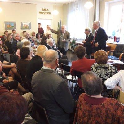 Konferencja historyczna w krzeszyckiej bibliotece