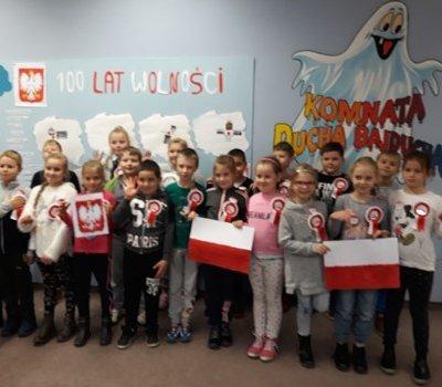 Godło Polski – zajęcia dla dzieci w Filii nr 4 z okazji Roku Niepodległości Polski.