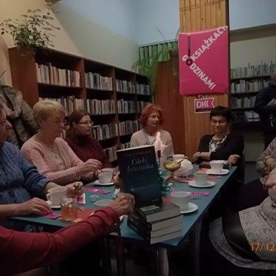 Ostatnie spotkanie w Filii nr 8 Wojewódzkiej i Miejskiej Biblioteki Publicznej im. Zbigniewa Herberta z członkami DKK w 2018 roku odbyło się 17 grudnia.