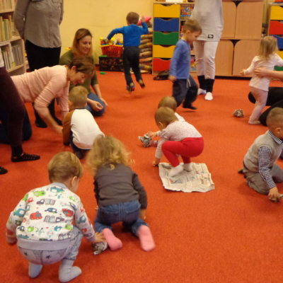 """W Oddziale Dziecięcym 8 i 29 stycznia odbyły się dwa ciekawe zajęcia z cyklu """"Od zabawy i słuchania – do czytania"""""""