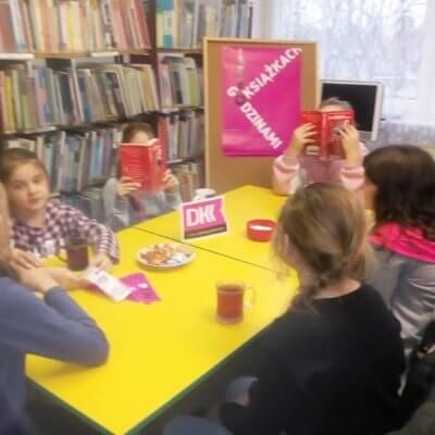 W piątkowe popołudnie, 4 stycznia 2019 r., w Filii nr 11 odbyło się spotkanie Dyskusyjnego Klubu Książki dla dzieci.
