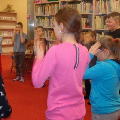 """W dniu 31.01.2019 r., podczas spotkania Dyskusyjnego Klubu Książki w Oddziale Dziecięcym, czytaliśmy książki Marii Dek pt: """"Kiedy będę duży"""" – wersja dla chłopców oraz """"Kiedy będę duża"""" – wersja dla dziewczynek. W"""