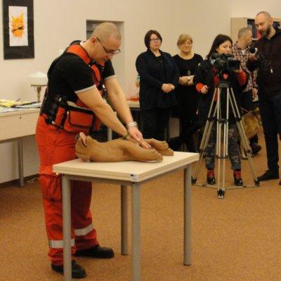 """7 lutego 2019 r., w galerii """"Krąg"""" odbyło się otwarcie wystawy prac plastycznych uczniów z Zespołu Kształcenia Nr 1 im. Karola Wojtyły z Gorzowa Wielkopolskiego."""