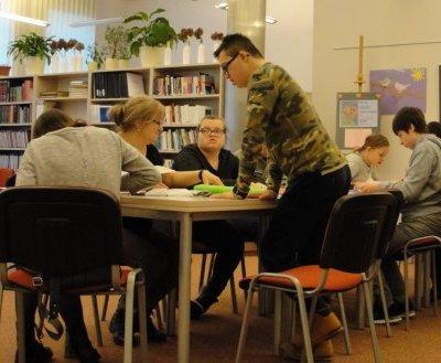 Przed nami jest Światowy Dzień Bezdomnych Zwierząt. To dobry czas, aby porozmawiać o odpowiednim traktowaniu zwierząt. 12 lutego 2019 r., w Ośrodku Biblioterapeutycznym odbyły się warsztaty z elementami biblioterapii dla uczniów Zespołu Kształcenia nr 1 z Gorzowa Wielkopolskiego, podczas których poruszona była kwestia bezdomności.