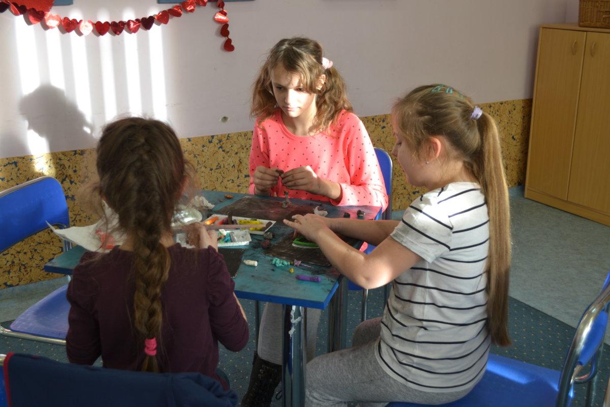 15 stycznia 2019 roku w Bibliotece na Piaskach dzieci zmierzyły się z manualnymi pracami plastycznymi, których zamysł był trudny do zrealizowania.