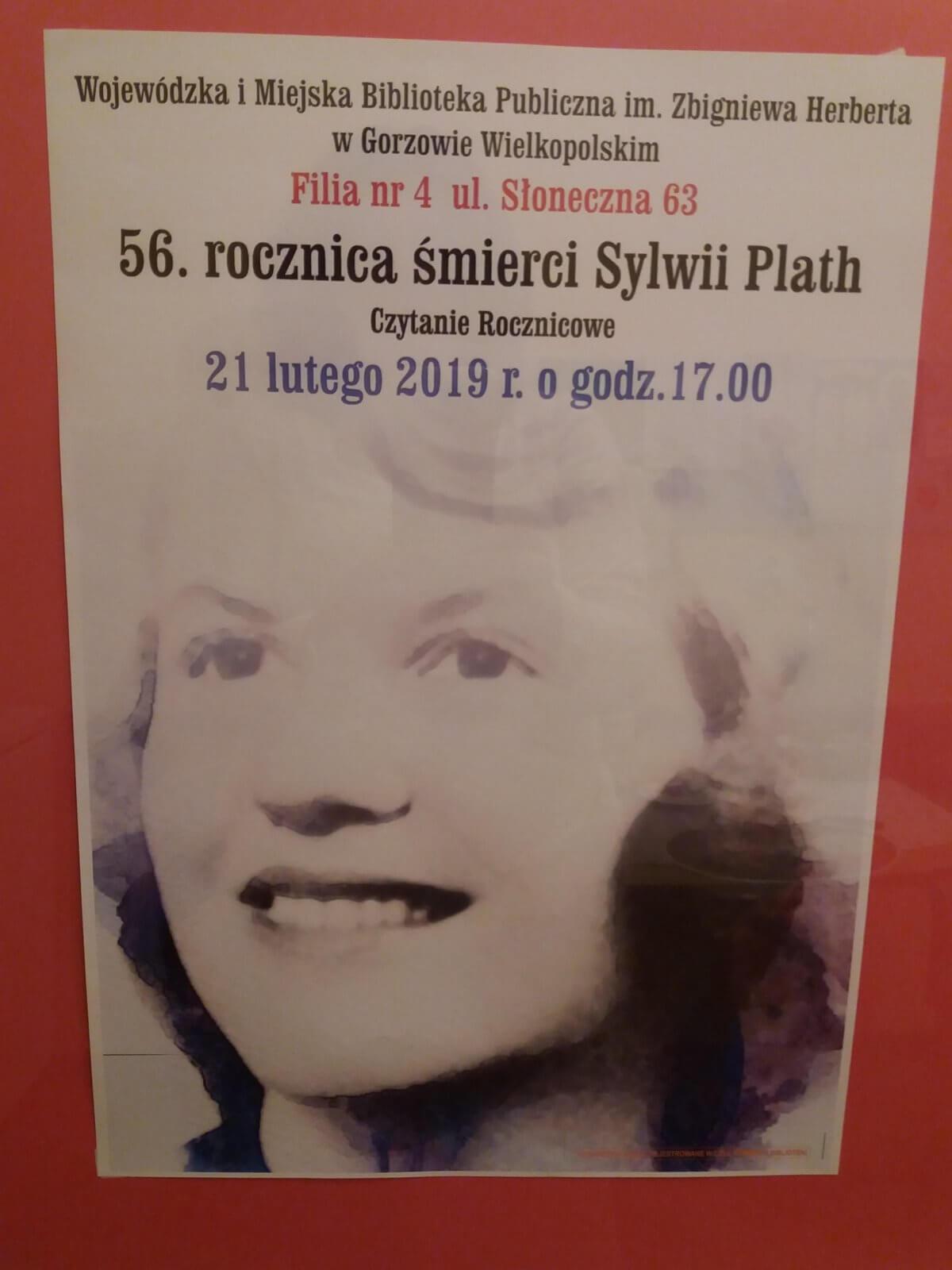 """Dnia 21 lutego 2019 roku w Filii nr 4, odbyło się spotkanie w ramach """"Czytania rocznicowego"""". Okazją była 56 rocznica śmierci amerykańskiej poetki, pisarki i eseistki EMILII PLATH."""