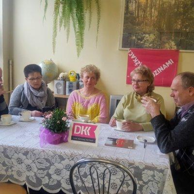 Wiosenne spotkanie Dyskusyjnego Klubu Książki w Filii nr 10 miało miejsce 26 marca. Omawialiśmy powieść Anny Gavaldy Kochałem ją.