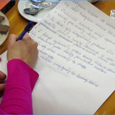2 marca spotkanie mieszanego dziecięco-dorosłego Dyskusyjnego Klubu Książki wypełniły warsztaty z pisania opowiadań fantastycznych.