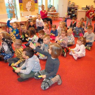 W marcu 2019r. w Oddziale Dziecięcym tematem przewodnim spotkań z przedszkolakami była nadchodząca WIOSNA. Dzieci z gorzowskich przedszkoli nr 29 i 33 uczestniczyły w spotkaniach edukacyjnych podczas których śpiewały, tańczyły i rozwiązywały zagadki związane z przedwiośniem.