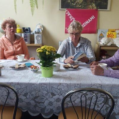 Na majowym spotkaniu Dyskusyjnego Klubu Książki w Filii nr 10 omawialiśmy książkę Tami Oldham Ashcraft i Susei McGearhart 41 dni nadziei.