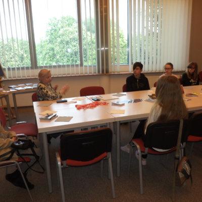 W dniu 09.05.2019r. o godzinie 17.00 w sali 216 odbyło się inauguracyjne spotkanie młodzieżowego Dyskusyjnego Klubu Książki działającego przy Informatorium Wojewódzkiej i Miejskiej Biblioteki Publicznej w Gorzowie Wlkp.