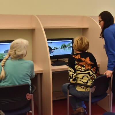 """W Bibliotece Herberta zakończyła się jesienna edycja kursu komputerowego """"Senior w sieci"""". Zajęcia odbywały się w dniach od 18 września do 30 października 2019 roku."""
