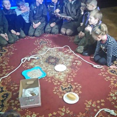 25.01.2020 r. podczas kolejnego rodzinnego sobotniego spotkania w zabytkowej Willi Hansa Lehmanna podjęliśmy temat dokarmiania ptaków w okresie zimowym.